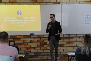Desenvolvendo líderes para empresas e para sociedade' é tema de treinamento a jovens empreendedores